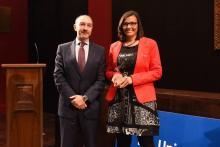 María Villarroya recibiendo el Premio